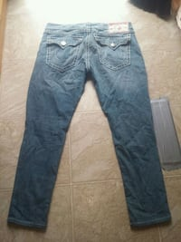 blue denim straight-cut jeans Westbank, V4T 2H2