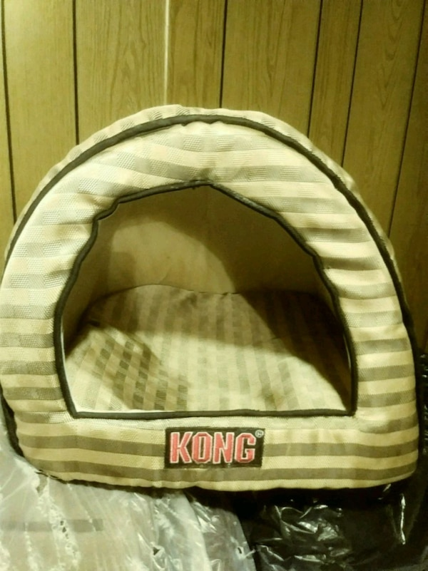 Small Dog bed 505cea1c-8fed-48cd-87d5-31f1005df2a2