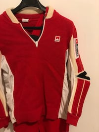 red and white Nike v-neck shirt Montréal, H3S 1M3
