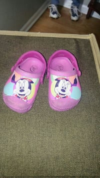 Minnie Mouse crocs size 4/5
