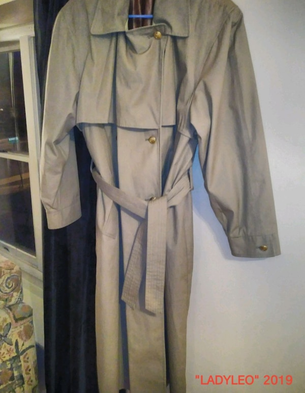 Women's trench coat size 14 regular never worn 08365ddf-47ad-485c-9f5a-7d545f52e490