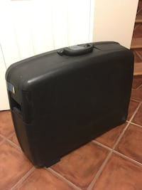Delsey suitcase Calgary, T3B