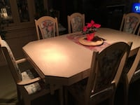 Dining room set with hutch 6 chairs, 2 captain. 2 chairs need repair see pics Châteauguay, J6K 0H3