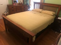Queen size bed frame perfect conditions Arlington, 22204