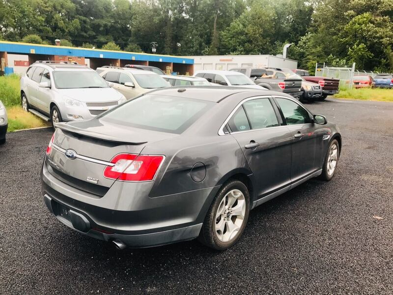 Ford-Taurus-2011 38fef684-2abe-4819-aa70-5a8167ad5bed