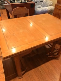 Dining table Pickering, L1X 2S2