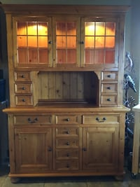 Brown wooden buffet with hutch in excellent condition  Fruita, 81521