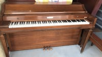 Brown wooden upright piano with chair Cumming, 30041