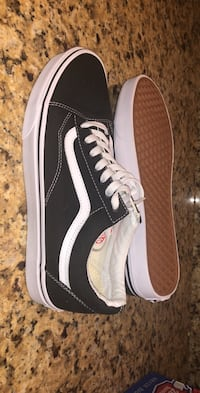 VAN'S - BRAND NEW Old School Sneaker Men's size 9/Women's size 11. Retail $55 Clarksburg