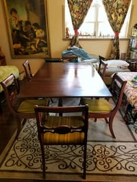 Antique adjustable dining table  Newport News, 23602