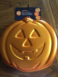 Wilton Jack O Lantern Iridescents Pumpkin cake pan...Brand New Salem, 03079