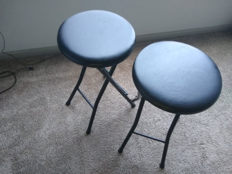 2 Stools in great condition. 3ef604d0-3fa6-4fce-a9a1-fccf204414bd