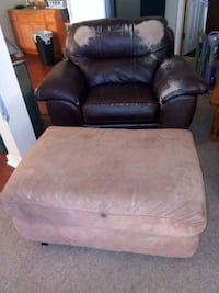 brown leather recliner sofa chair Denver, 80221