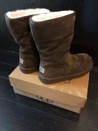 $37 UGG kids shoes size US 3 Toronto