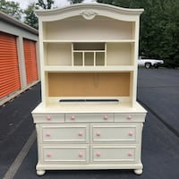 Nice Dresser with Hutch  Woodbridge, 22191