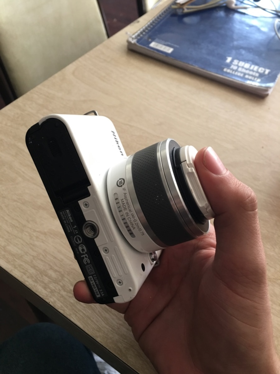 Nikon 1 J1 perfect condition - United States