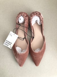 H&M dusty rose velvet pointed flats size US 7- New with tags Mississauga, L5M 0C5