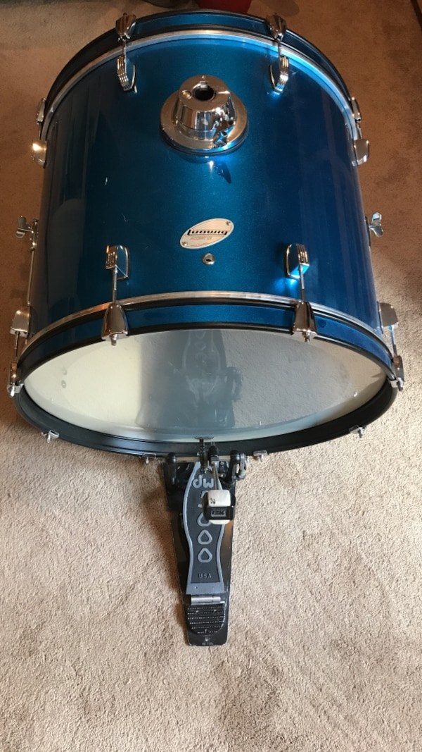 used ludwig cs bass drum w dw pedal for sale in new market letgo. Black Bedroom Furniture Sets. Home Design Ideas