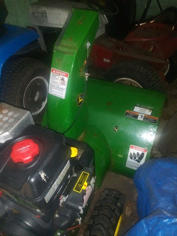 snow blower with electric start. 51a9fbc2-4168-435f-a21f-83716d9194dd