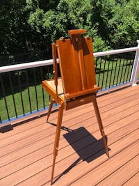 Easel, oil paint set and brushes Round Hill, 20141