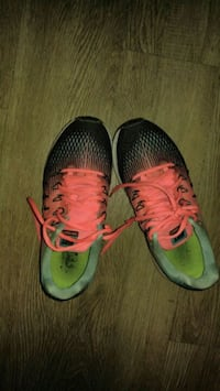 pair of gray-and-pink Nike running shoes Winnipeg, R3C 2A5