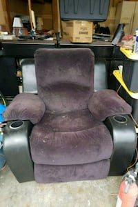 Microfiber recliner.  Needs to be defurred Puyallup, 98374