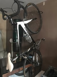 Giant road bike and clip pedals/shoes Ancaster, L9G 0B2