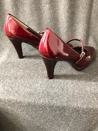 Rieta Bordeaux Pearl Patent Heels by Sofft (cranberry color, size 8M) Waterford
