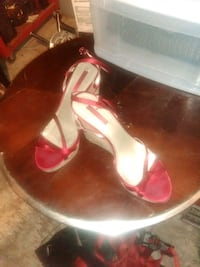 pair of red leather open-toe wedge sandals Redding, 96001