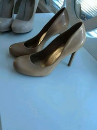 pair of women's brown leather pumps Los Angeles, 90041