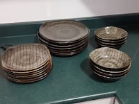 Set of dishes, includes 7 dinner plates, 7 small plates, 8 bowls and 8 mugs Bolton, L7E 1X4