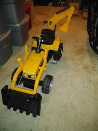 yellow and black backhoe pedal ride Triangle, 22172
