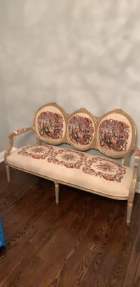 Antique couch in excellent condition Toronto, M5N 2Y8