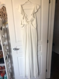 Size Medium White Gown Laval, H7G 0J6