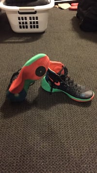 black-green-and-pink Nike basketball shoes Côte-Saint-Luc, H4W 1T6