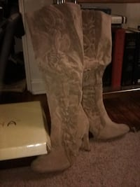 brand new in box size 8 tan suede ruffled boots   cute!