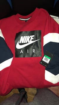 Nike crew neck boys xl  Vaughan, L4K 5M1