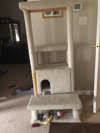 Six Ft. Cat Tower w/Scratching Pads & House Gainesville, 20155