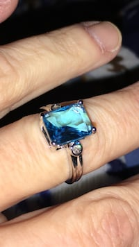 New Low Price Beautiful  4.5 Blue Topaz in Sterling silver two small Sapphires on the side Size 6 Cambridge, 02140