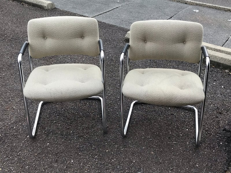 CHAIRS, 2 OFFICE CHAIRS, GOOD CONDITION, VERY STUR c0e77970-04d9-4c0c-9ff4-a14f86ca843f