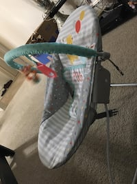 Baby's white and green bassinet Fremont, 94536