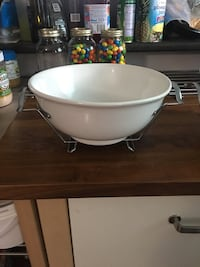 2 sets serving dish/bowl with stand Winnipeg, R2R 1H2