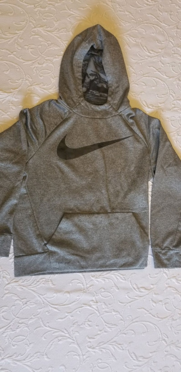 091935512 Used Nike hoodie boys size xl for sale in Brick Township - letgo