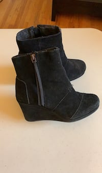 Toms suede booties size 6 Gatineau, J8T 5G2
