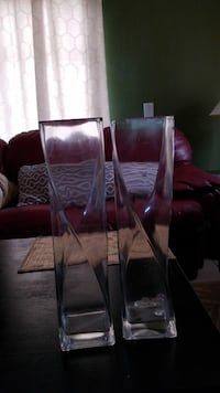 two clear glass flower vases Fort Myers, 33907