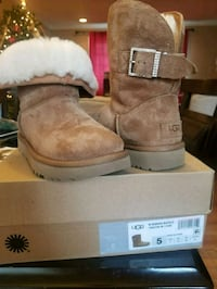 UGG boots Size 5 women or 3 Kids  Silver Spring, 20902