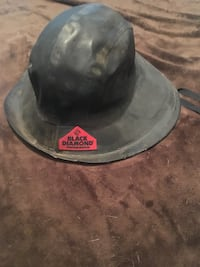 Insulated rain hat in great condition . Black diamond is the name bran
