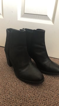 Pair of black leather boots Emeryville, 94608