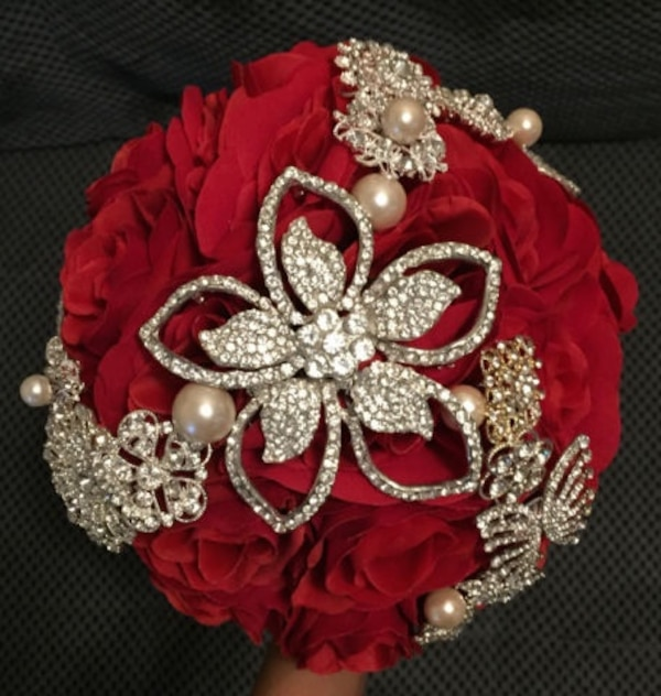 Brooch bouquet 0