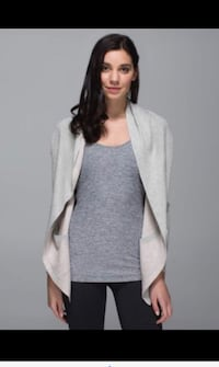 As new ~ lululemon grey cabin yogi wrap ~ size 10 Surrey, V3S 7Y4
